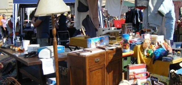 Rispolverare vecchi oggetti, disfarsi di suppellettili poco usate o ormai accantonate. L'usato è ormai di moda e pare che sette milioni siano stati gli italiani che nel 2011 hanno messo...